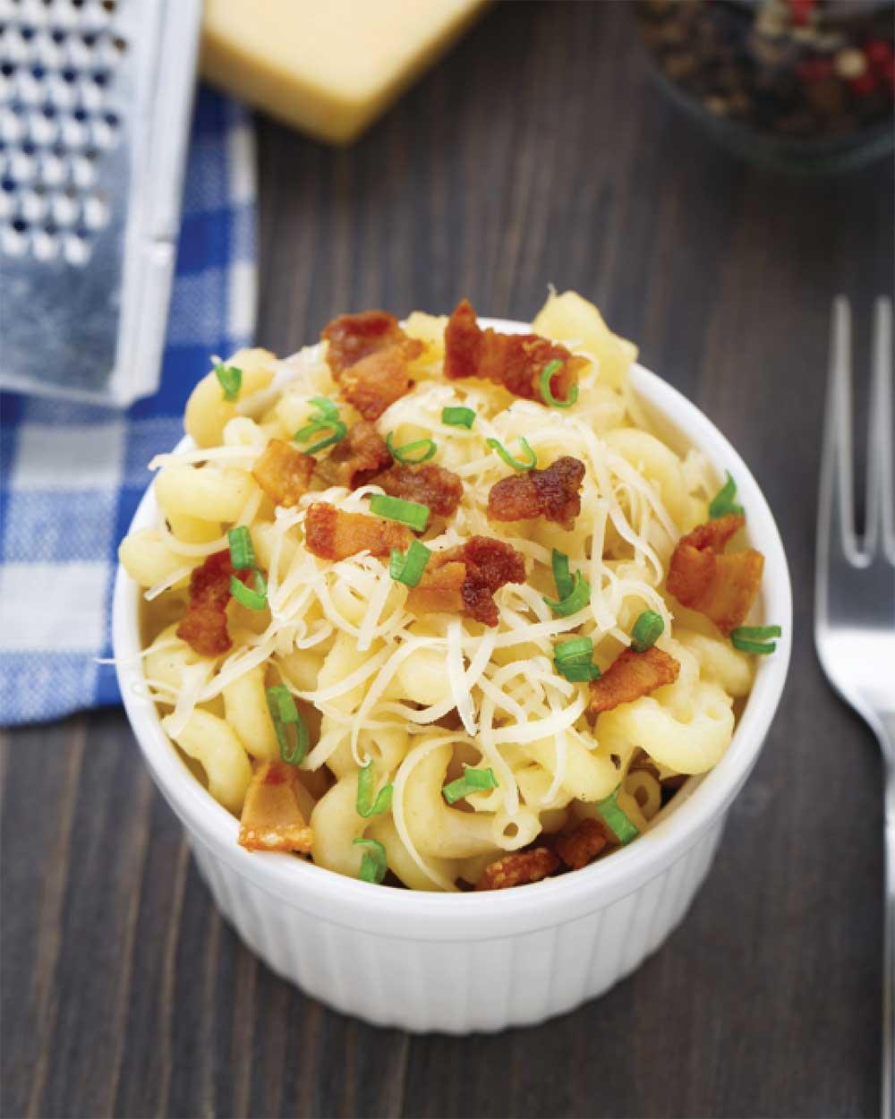 Creamy Macaroni & Cheese with Crispy Bacon
